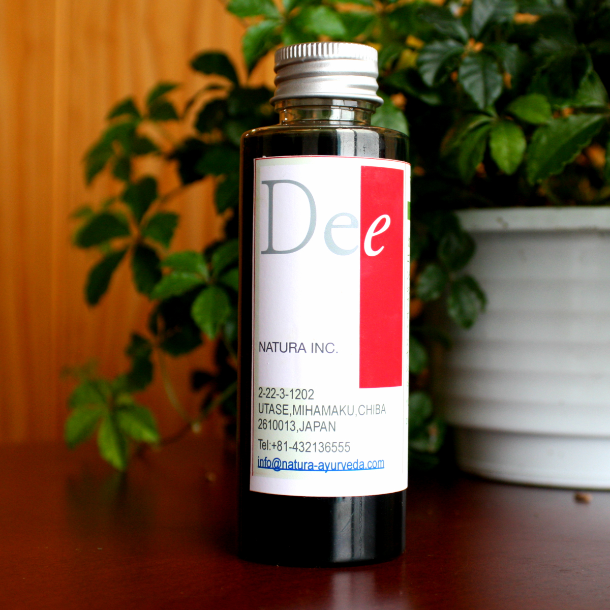 Dee マハ・ナーラヤーナオイルヴァータ体質(冷えやすく乾燥しやすい、肩や腰が疲れやすい、関節に痛みがおきやすい体質)の方に